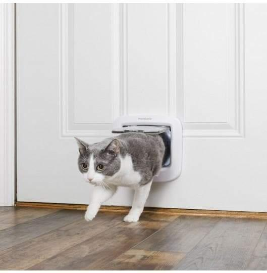 Petsafe  Manual-Locking Cat Flap - Cat Out Of House.co.uk