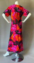 Load image into Gallery viewer, Mod Fuchsia Forest Maxi Dress