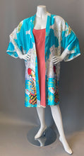 Load image into Gallery viewer, Geisha Pagoda Print Short Robe Kimono