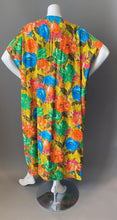 Load image into Gallery viewer, O'pell Mod Floral Cotton Short Torso Petite Caftan and Matching Mask