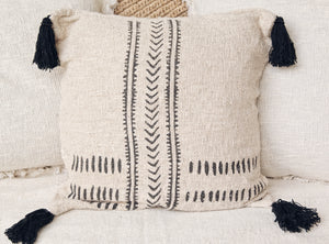 RAW COTTON CUSHION COVER WITH BLACK TASSELS 50X50