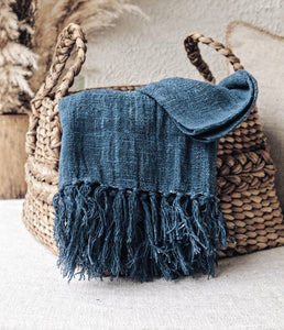 BLUE RAW COTTON THROW WITH FRINGES