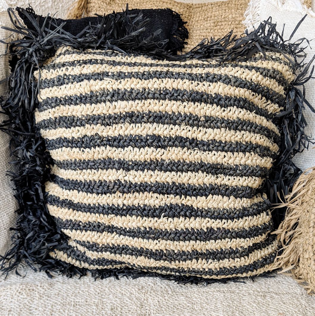 NATURAL AND BLACK WATER HYACINTH CUSHION 50X50