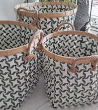 Load image into Gallery viewer, BLACK AND WHITE PATTERN RIM BAMBOO BASKET SMALL
