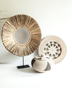 ROUND GRASS DECOR WITH STAND