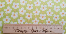 将图片加载到图库查看器,Daisy Blossoms Green: Strawberry Jam cotton fabric. Riley Blake. Floral quilting and dressmaking.