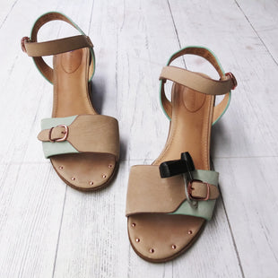 Primary Photo - BRAND: HUSH PUPPIES STYLE: SANDALS LOW COLOR: TAN SIZE: 8 OTHER INFO: AS IS SKU: 283-28388-9506