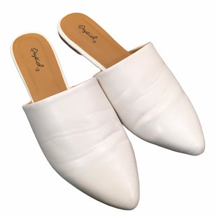 Primary Photo - BRAND: QUPID STYLE: SHOES FLATS COLOR: WHITE SIZE: 9 SKU: 283-283149-7921