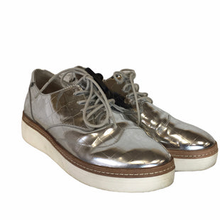 Primary Photo - BRAND: STEVE MADDEN STYLE: SHOES LOW HEEL COLOR: SILVER SIZE: 8.5 OTHER INFO: AS IS SKU: 283-283124-22780