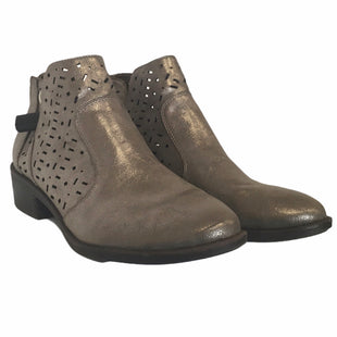 Primary Photo - BRAND: SOFFT STYLE: BOOTS ANKLE COLOR: TAUPE SIZE: 9.5 SKU: 283-283149-6724