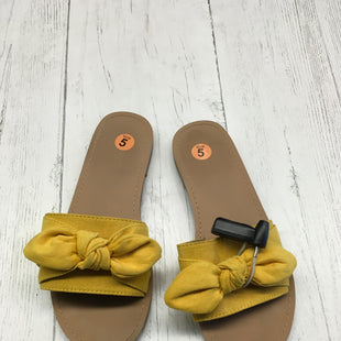Primary Photo - BRAND: ANN TAYLOR LOFT STYLE: SANDALS FLAT COLOR: YELLOW SIZE: 5 SKU: 283-283145-537
