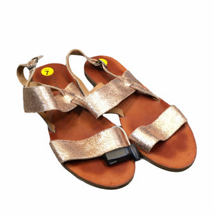 Primary Photo - BRAND: LUCKY BRAND STYLE: SANDALS FLAT COLOR: GOLD SIZE: 7 SKU: 283-28388-21517