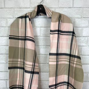 Primary Photo - BRAND:    CLOTHES MENTOR STYLE: SCARF COLOR: PINK SKU: 283-283104-8544