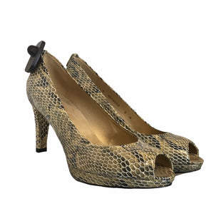 Primary Photo - BRAND: STUART WEITZMAN STYLE: SHOES LOW HEEL COLOR: SNAKESKIN PRINT SIZE: 9 SKU: 283-283149-7753