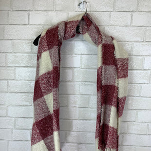 Primary Photo - BRAND:    CLOTHES MENTOR STYLE: SCARF WINTER COLOR: RED WHITE SKU: 283-283134-7336