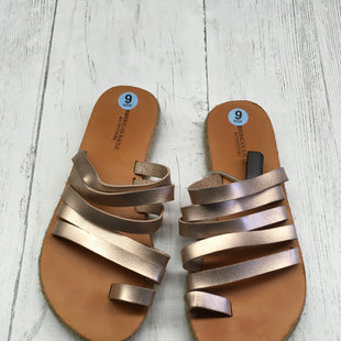 Primary Photo - BRAND: AMERICAN EAGLE STYLE: SANDALS FLAT COLOR: ROSE SIZE: 6 SKU: 283-283133-13669