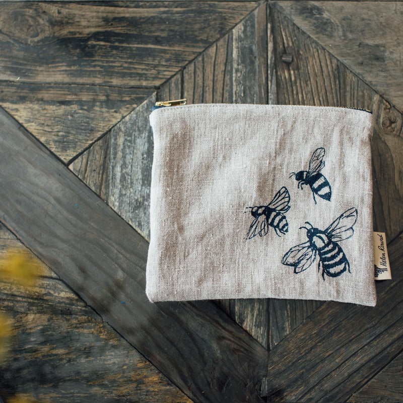 useful pouch in natural linen with bees