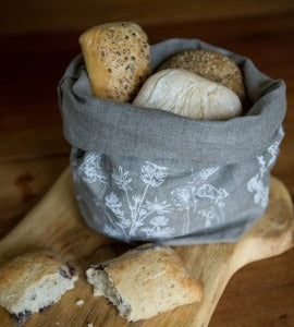 linen bread bag with bread