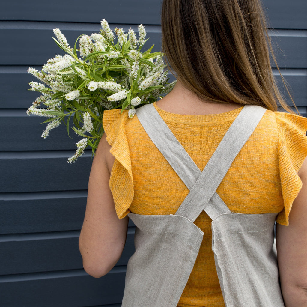 cross over linen apron