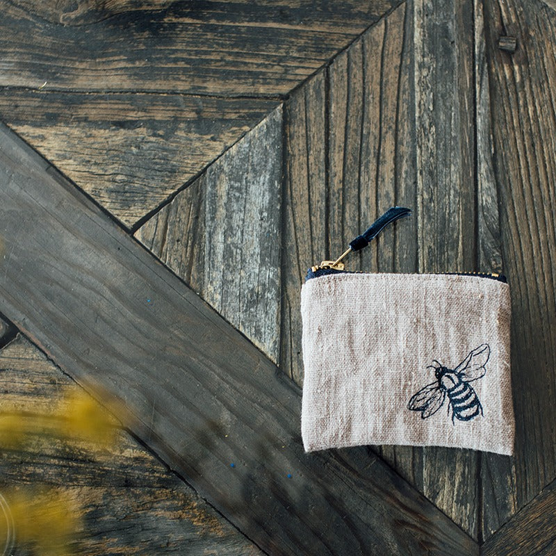 bee design bee coin purse in natural linen
