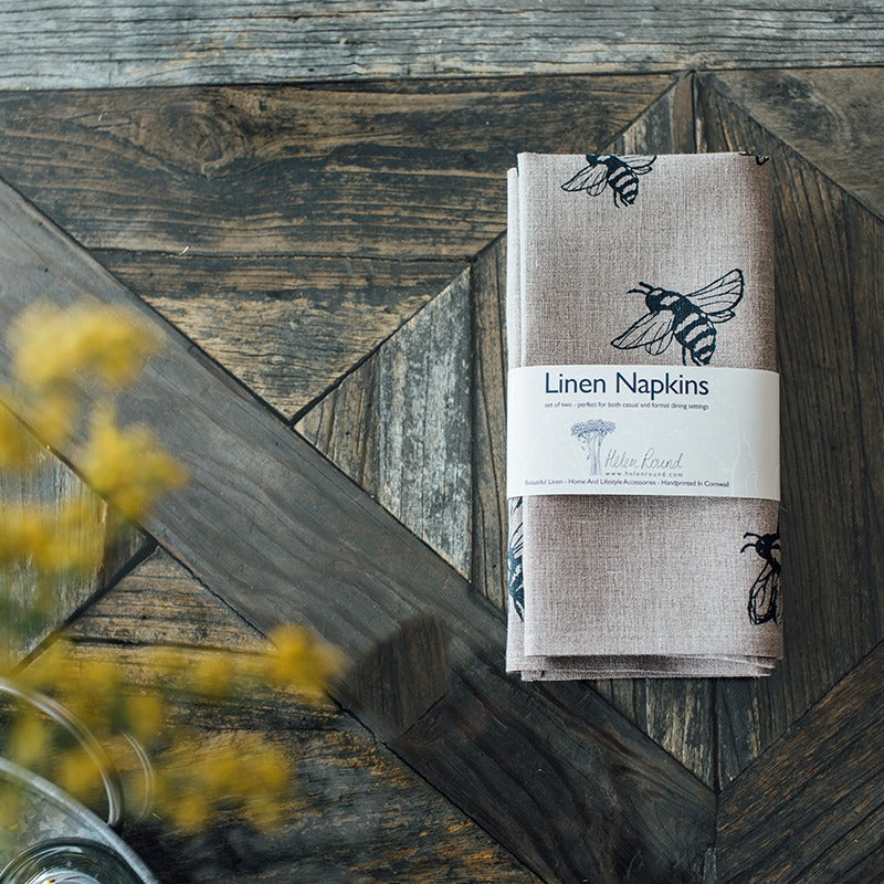 Natural linen bee napkins with bees
