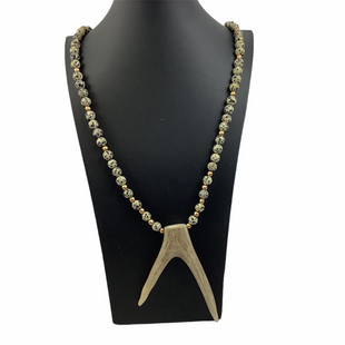 Primary Photo - BRAND:    CLOTHES MENTOR STYLE: NECKLACE COLOR: CREAM OTHER INFO: NAMEBRAND - SKU: 160-160218-2509