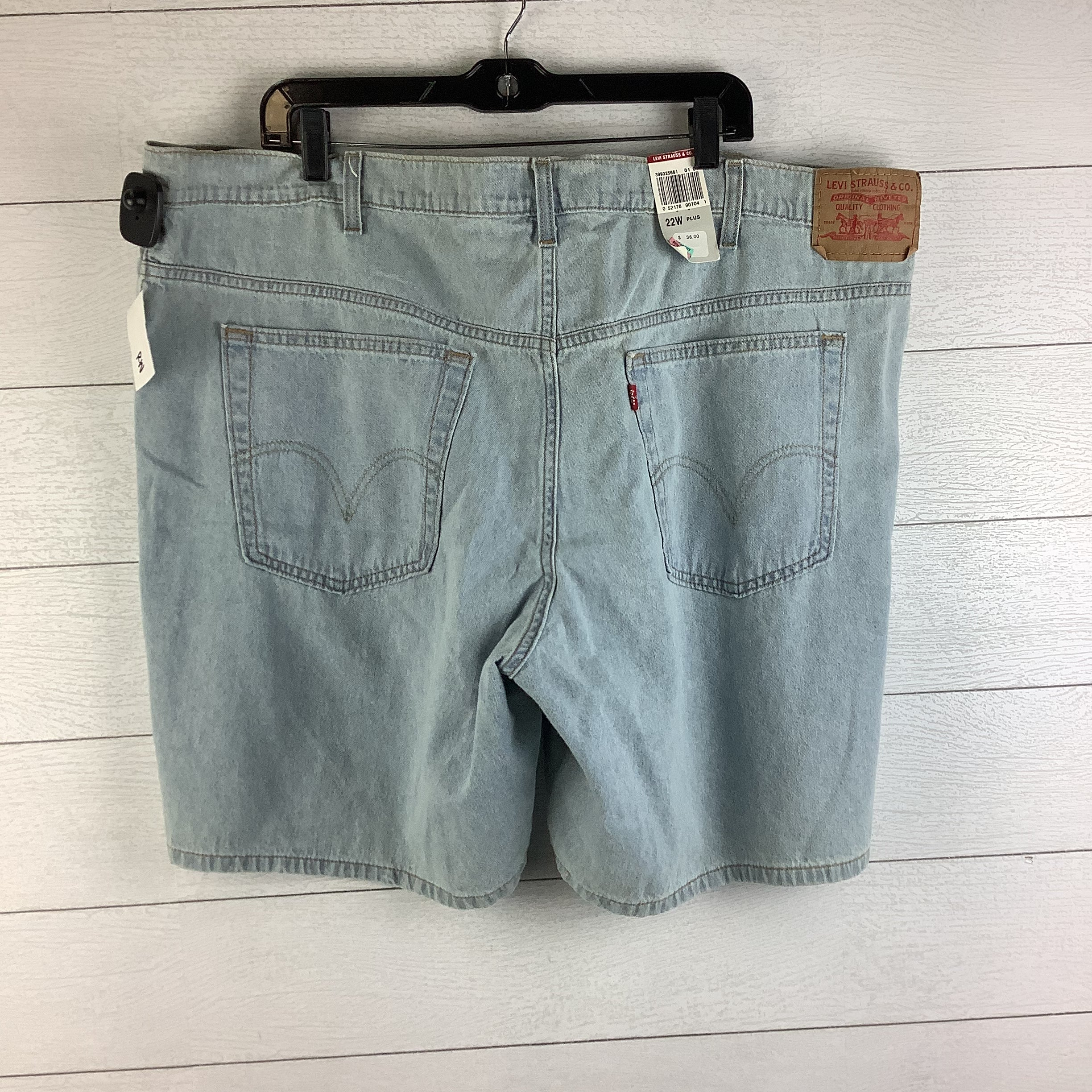 Photo #1 - BRAND: LEVIS <BR>STYLE: SHORTS <BR>COLOR: DENIM <BR>SIZE: 22 <BR>SKU: 160-160197-6727