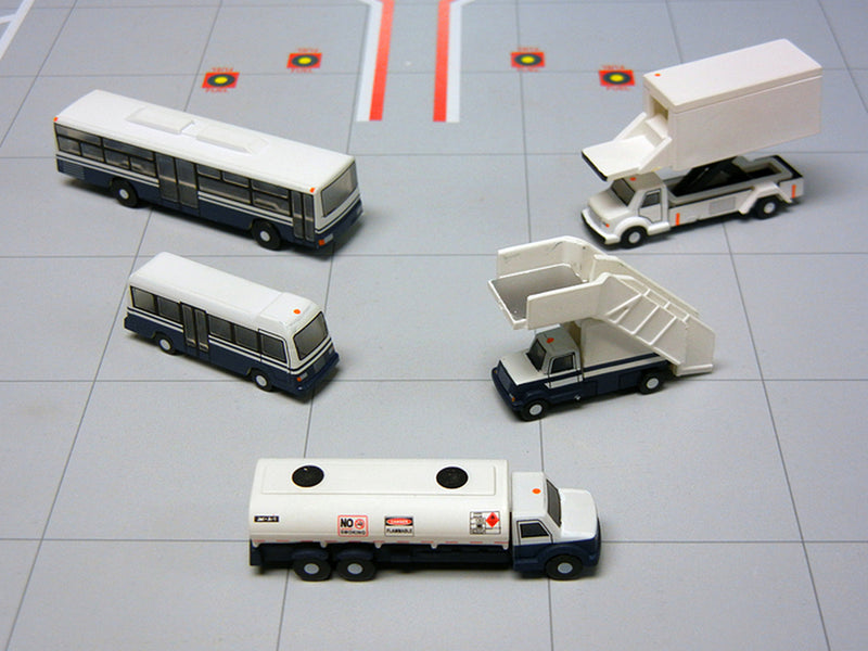 Gemini Jets Airport Service Vehicles 1:200 Scale G2APS450