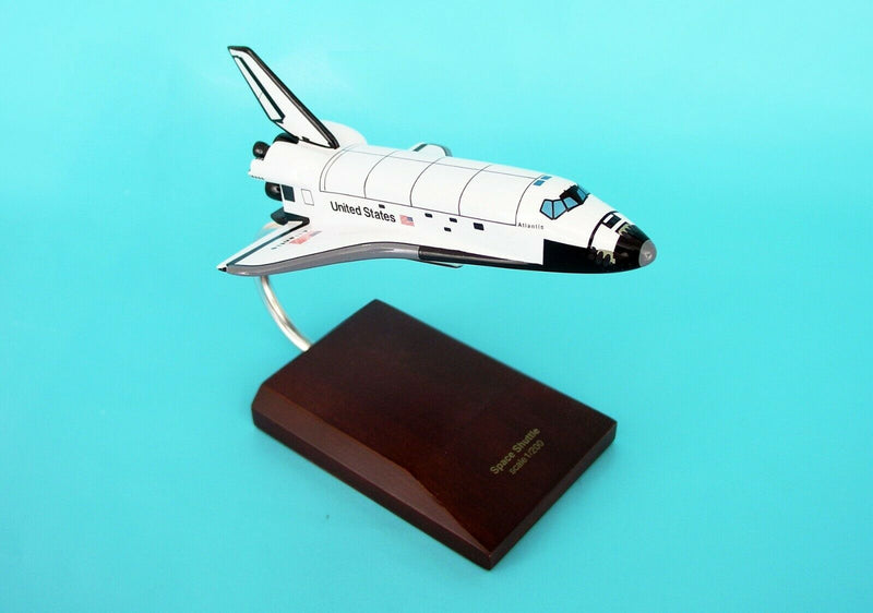 Executive Series E4520 Nasa Orbiter Atlantis 1:200 Scale