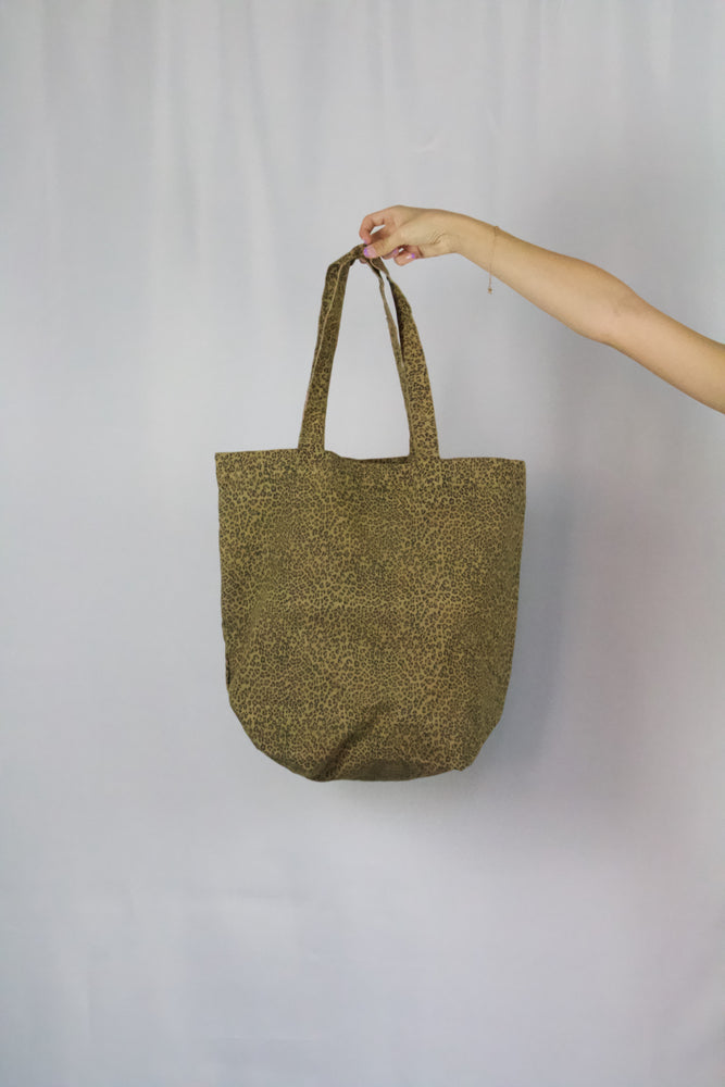 Load image into Gallery viewer, CHEETAH SHOPPER CANVAS TOTE