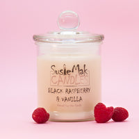 Blackberries and raspberries head this alluring fragrance with floral notes of  rose and jasmine, finishing with a blend of  vanilla and a hint of  musk.