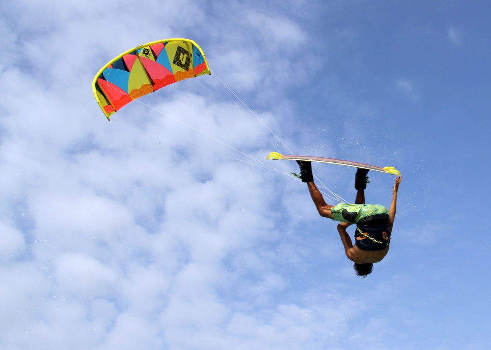 Big-boosting big freeride kite
