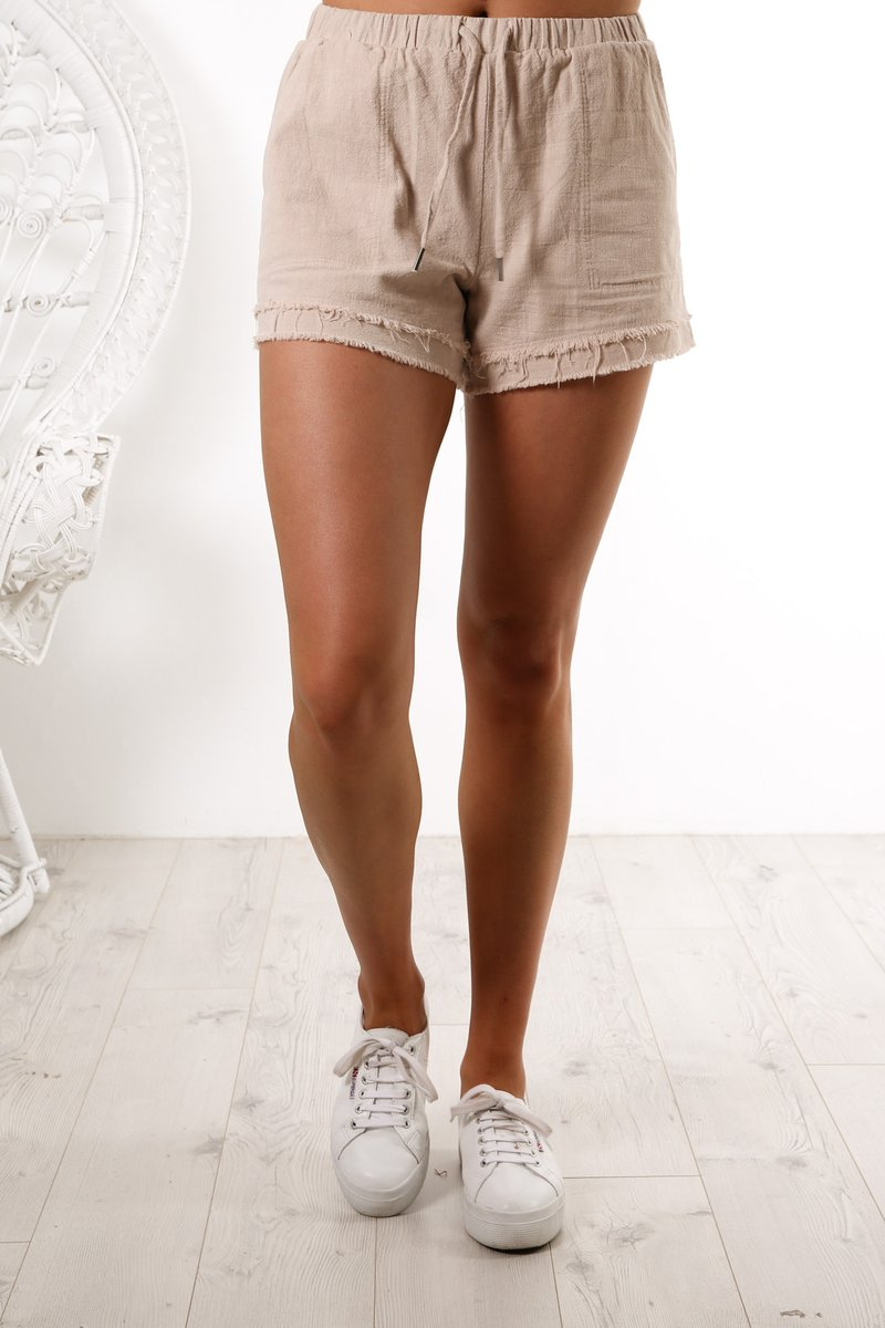 HEARTBREAK FRAYED SHORT