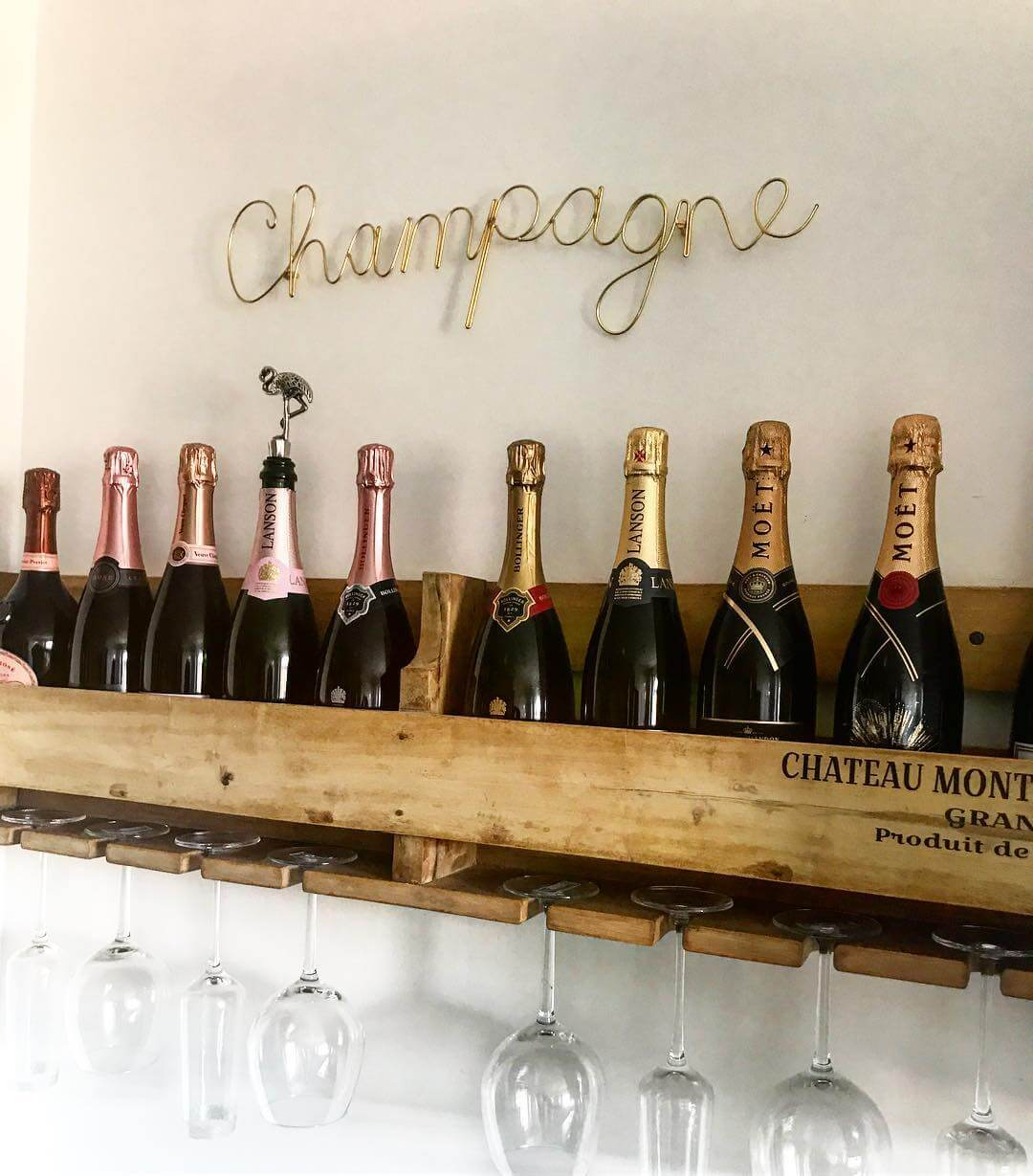 Cha,pagne bottles: check out this new build home in the UK - it's eclectic, glamorous and welcoming @my_home_impression