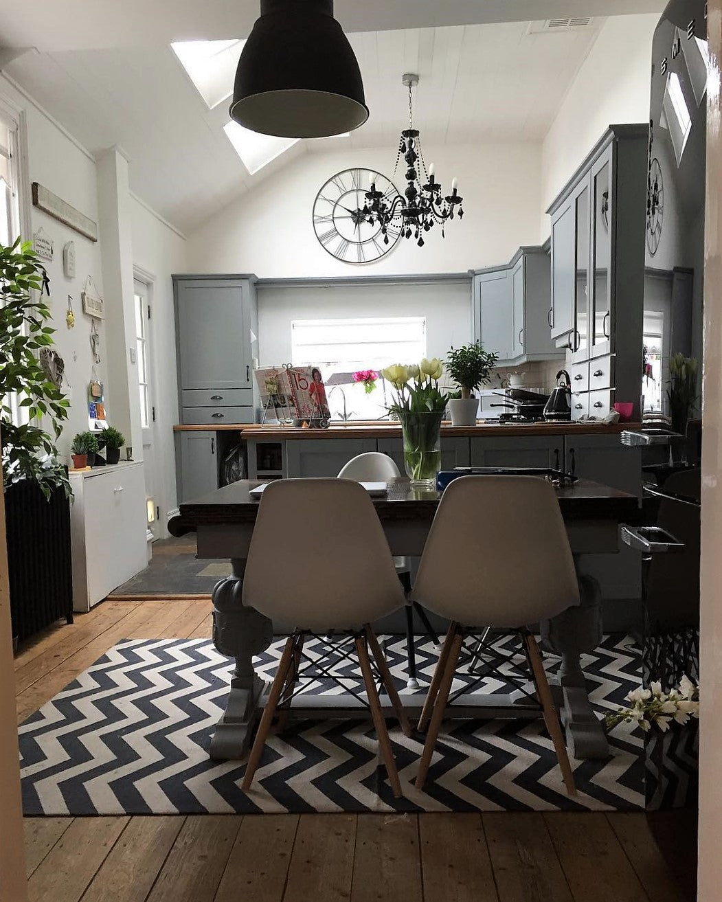 Open plan kitchen diner with patterned urg and pendant light - on www.lovetohome.co.uk - photo credit with permission from Claire via @houseofharwoodandrose on Instagram
