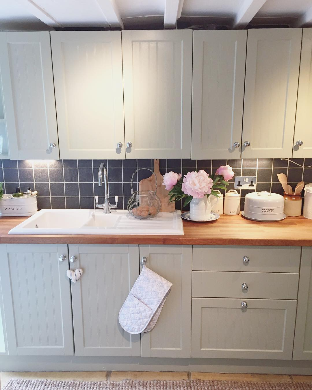 What do you think of this gorgeous grey county kitchen in a classic cottage? See the full home tour on www.lovetohome.co.uk