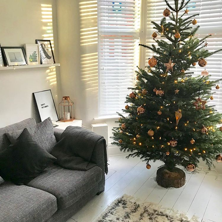 wondering how to decorate a christmas tree? Check out these essential tips on www.lovetohome.co.uk photo credit: @_alexalamode via Instagram