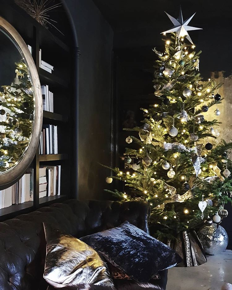 wondering how to decorate a christmas tree? Check out these essential tips on www.lovetohome.co.uk photo credit: @cowboykate via Instagram