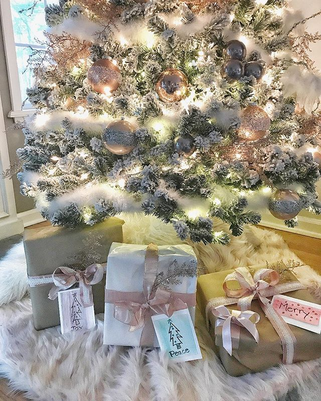 wondering how to decorate a christmas tree? Check out these essential tips on www.lovetohome.co.uk photo credit: @homeonfernhill via Instagram