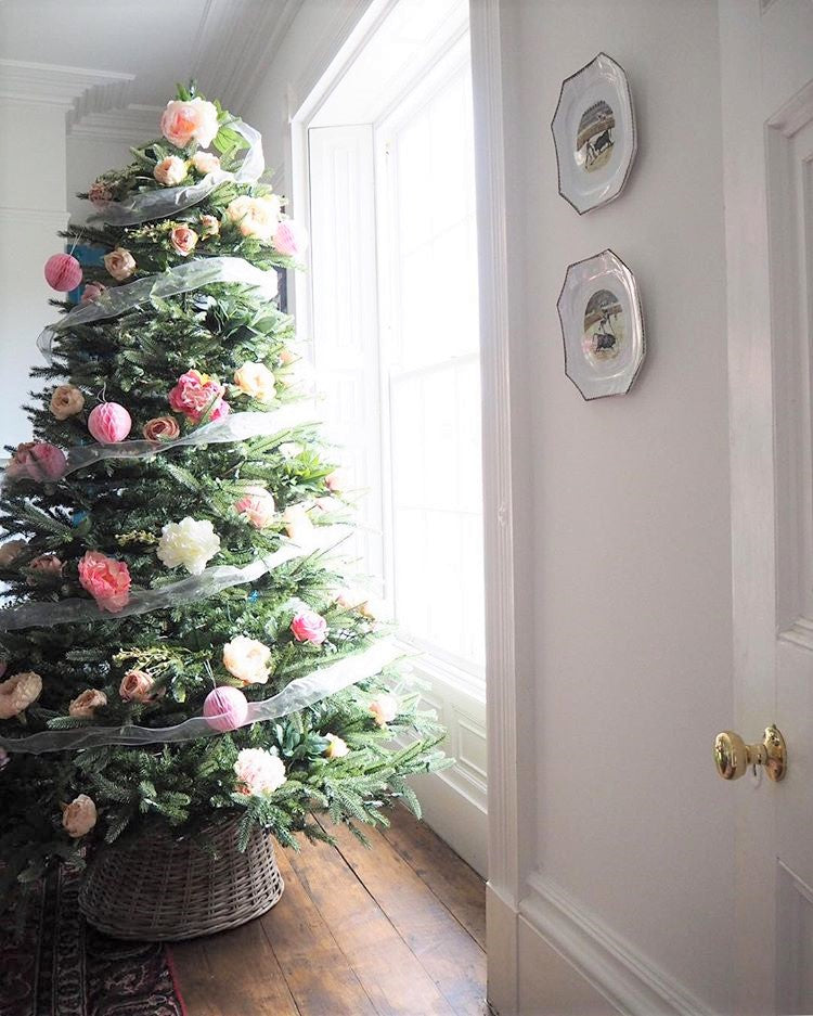 wondering how to decorate a christmas tree? Check out these essential tips on www.lovetohome.co.uk photo credit: @_lisa_dawson_ via Instagram
