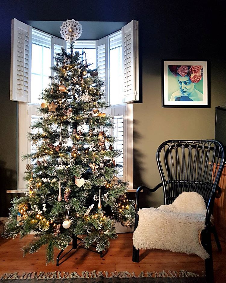 wondering how to decorate a christmas tree? Check out these essential tips on www.lovetohome.co.uk photo credit: @marks_and_rowe_interiors via Instagram