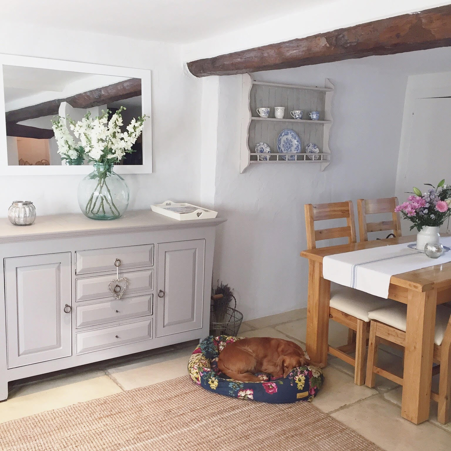 What do you think of the dining room in this gorgeous country cottage in the UK? See the full home tour on www.lovetohome.co.uk