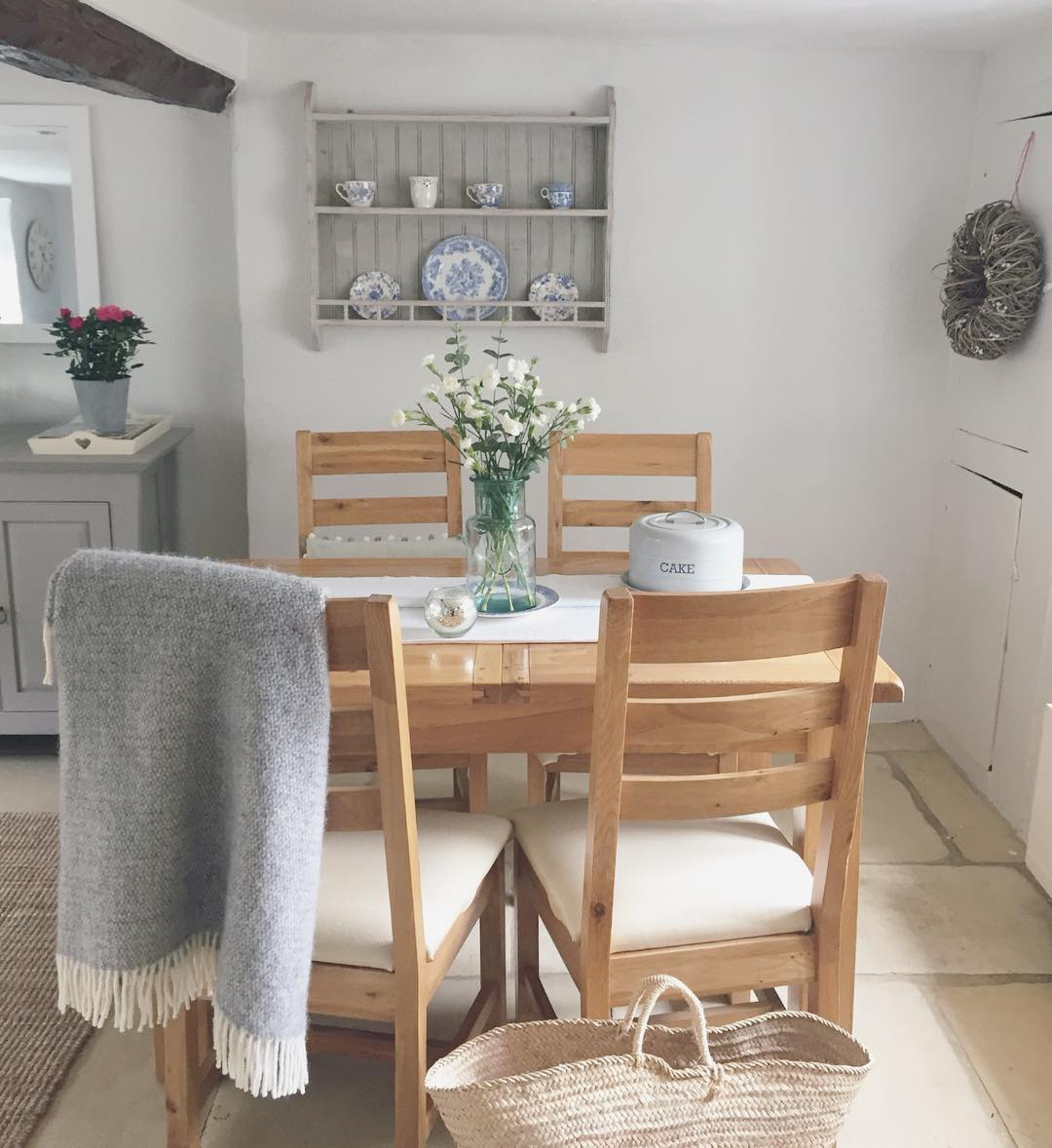Check out this dining room in this charming country cottage in the English countryside for a full home tour on www.lovetohome.co.uk