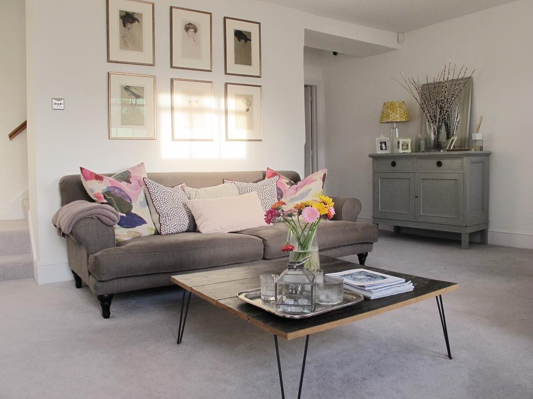 The sunlight in this Georgian living room is beautiful. See the home tour via www.lovetohome.co.uk