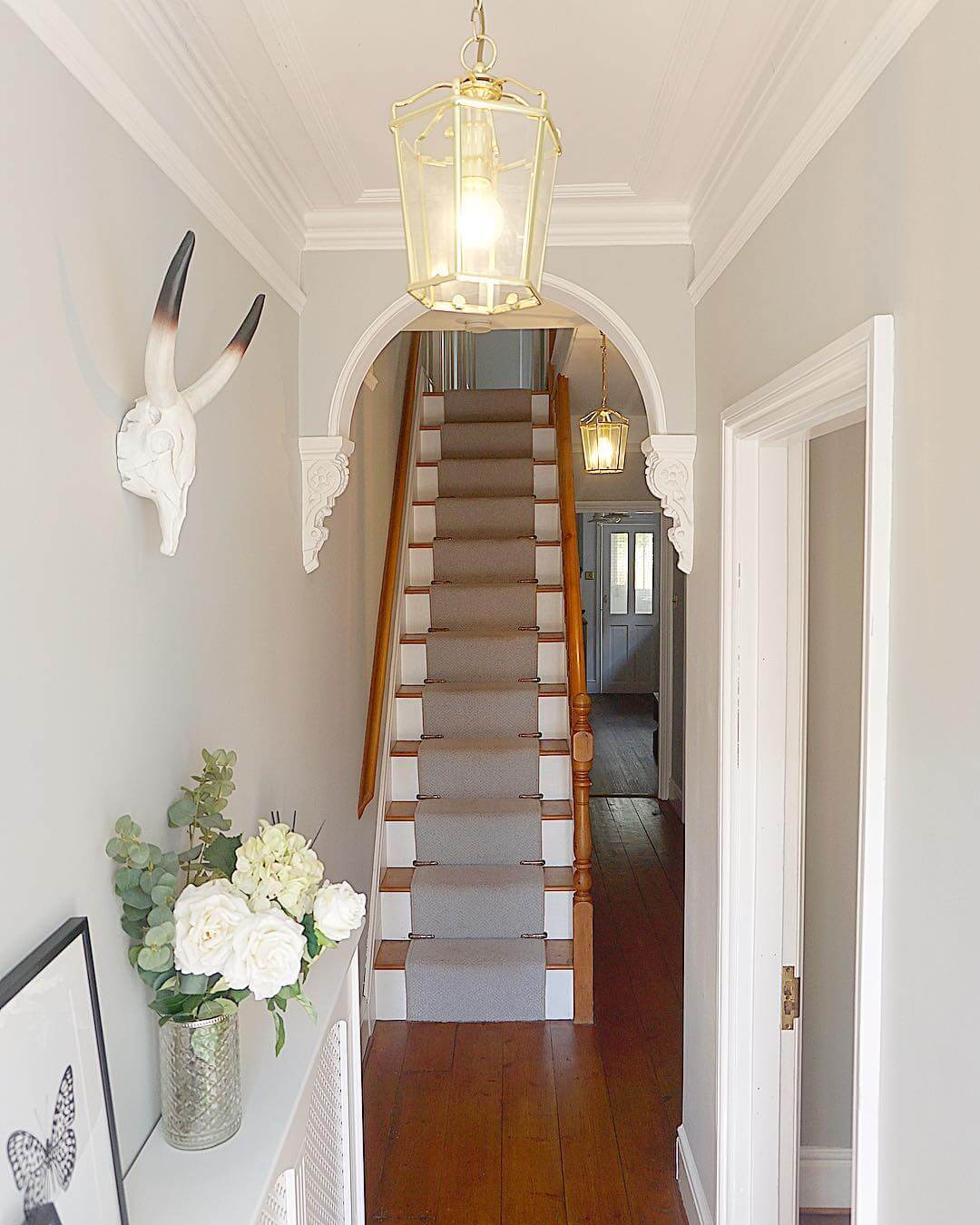This entrance hallway is classy,fresh and welcoming. Find out more on www.lovethome.co.uk photo credit https://www.instagram.com/end_of_the_row/