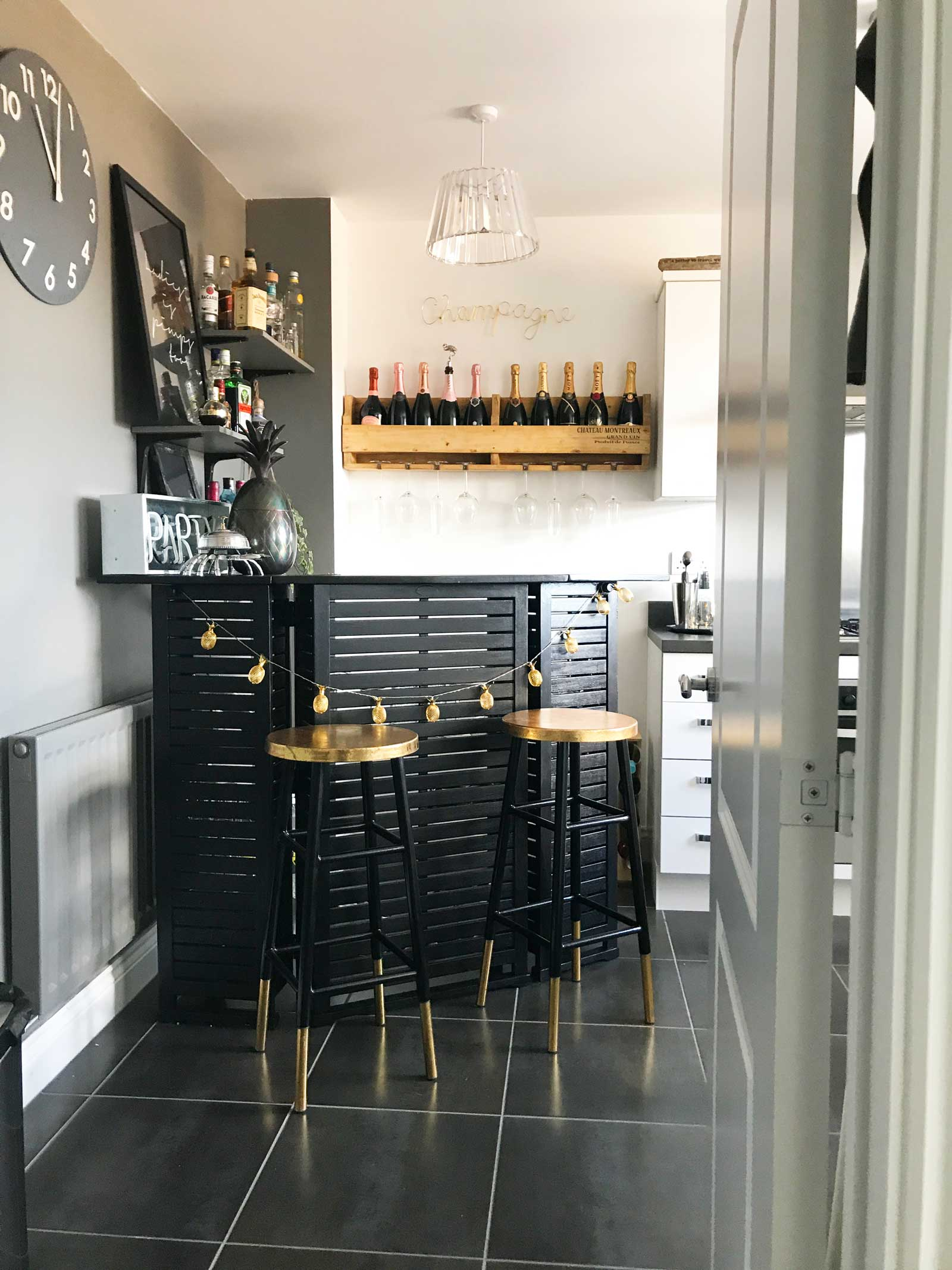 Home bar: check out this new build home in the UK - it's eclectic, glamorous and welcoming @my_home_impression