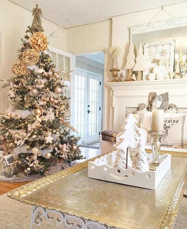 Wondering what christmas tree to buy and how much you should pay for it? Check out my ultimate guide to buying a christmas tree on Love to Home. Photo credit: @theblushingbean via Instagram