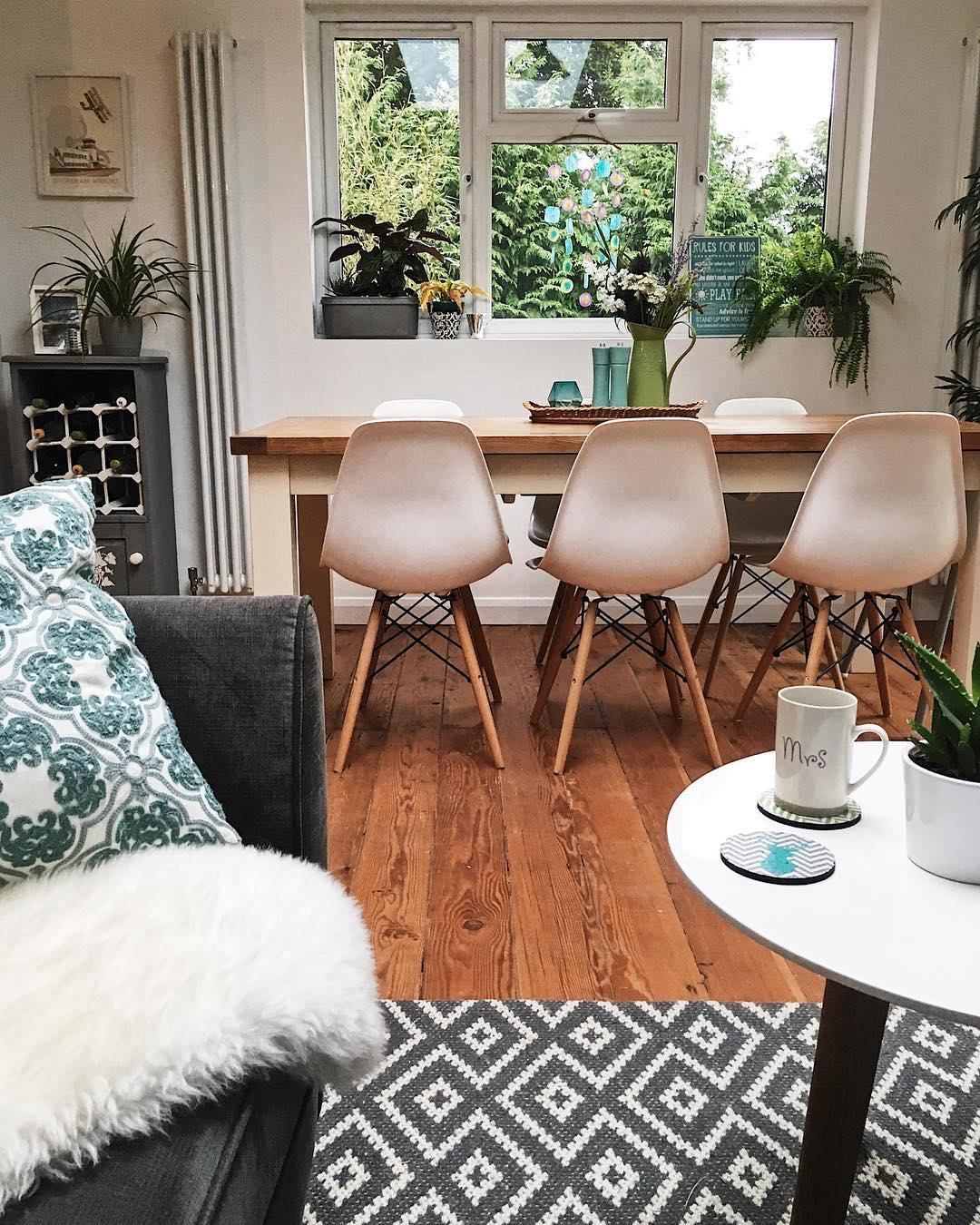 Clean dining room: Want to make cleaning your home an absolute breeze? Try these cleaning hacks from www.lovetohome.co.uk . Photo credit @mjyhomestlyle via Instagram