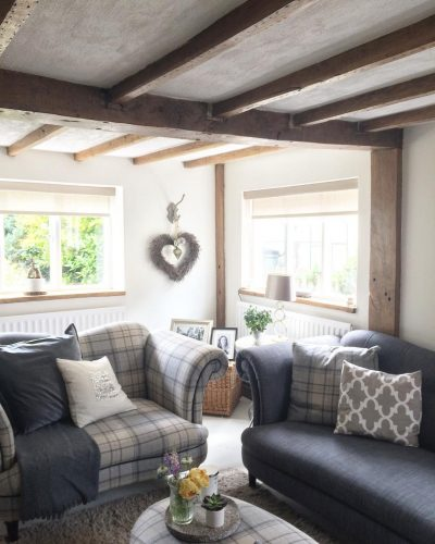 Beams in a modern country cottage: would you renovate a listed property? Amanda did. Find out how she got in here on www.lovetohome.co.uk - Photo credit: with permission from @theoldforgecottage