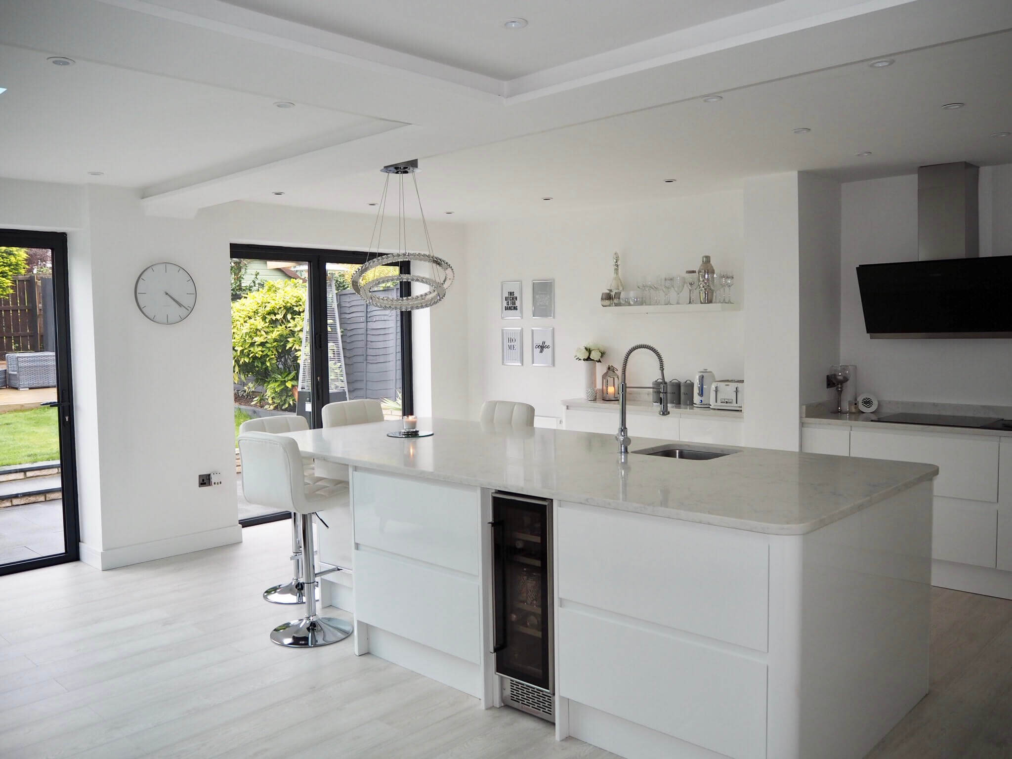 Want to see a home tour for a contemporary open plan kitchen diner extension? Photo credit: Rachael Casey